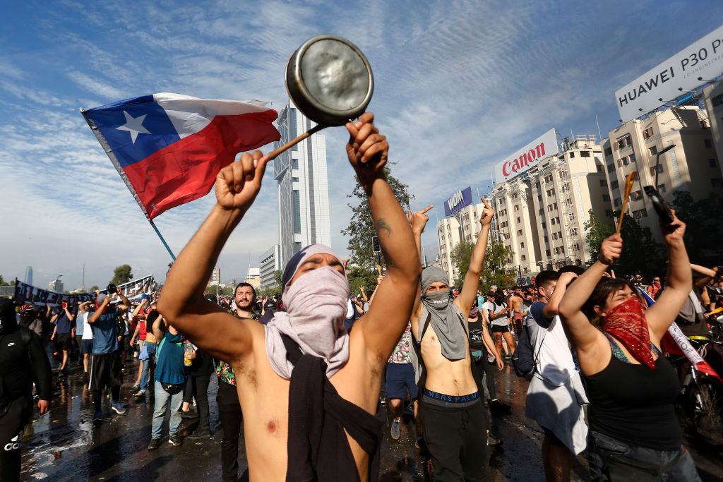 """Résultat de recherche d'images pour """"Les peuples se revoltent manifestations monde"""""""